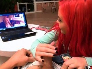 أحمر فاتنة الشعر الملاعين لها الفيديو الخاصة