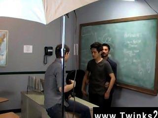 الرجال مثير مجرد يوم آخر في المكتب twinks تعليم!يساعد جايسون alcok