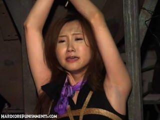 التعذيب بالماء لجميلة فاتنة الآسيوية المربوطة