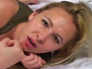 رعشة على وجهها جوي