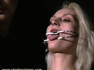 المدقع التعذيب إبرة وبدسم المتشددين من slavegirl شقراء في شدة