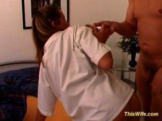 هو مارس الجنس زوجة الألمانية مع اللعب