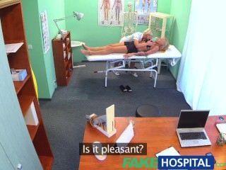 يبدو fakehospital خانق مثير شقراء الروسية على حب ممرضة رائع