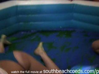 الفتيات الساخنة البرية جيلو تصارع في شريط كلية ساوث بيتش فلوريدا