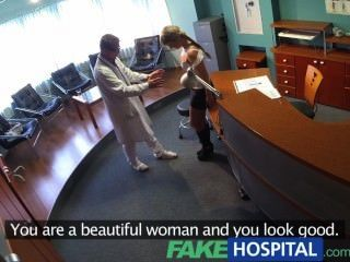 سيدة fakehospital تمتص الديك لانقاذ على الفواتير الطبية