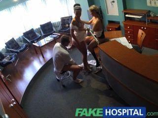 ممرضة fakehospital ينضم الأطباء الثلاثي لأول مرة