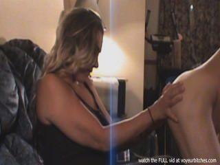 زوجة يأخذ صورا من الذكور عارية