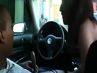 الجنس في السيارة في الحارة الجمهور