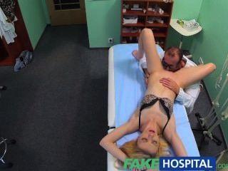 الأطباء fakehospital تدليك عن طريق الفم يعطي لحمي شقراء أول هزة الجماع في ذ