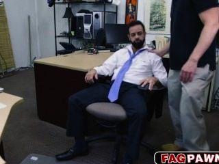 الرجل ذو لحية مارس الجنس في الحمار لبعض النقد