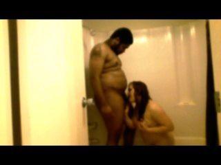 زوجة سلوتي يعطي رئيس في الحمام