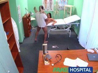 fakehospital الأطباء الديك والوعد بزيادة الأجور تتوقف ممرضة مثير