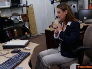 مفلس سيدة الأعمال تمتص قبالة صاحب مرهن للحصول على تذكرة