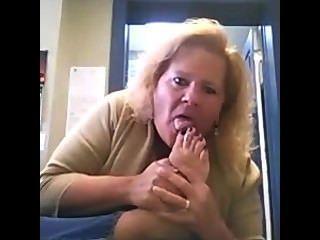 الجبهة اصبع القدم مص