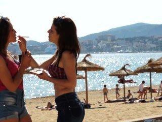 فتاتين الأسبانية التدخين