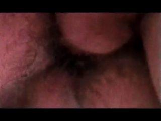 خنثى خمر مع شعر أشقر قصير
