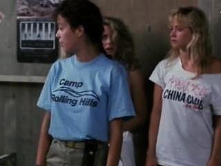 فاليري هارتمان وسوزان ماري سنايدر في مخيم sleepaway الثاني