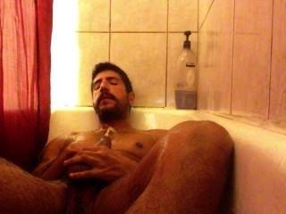 التبول في الحمام والرجيج قبالة.
