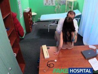 المريض مثير fakehospital لديه مفاجأة كبيرة للطبيب القذرة