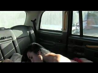 faketaxi امرأة سمراء الساخنة في حاجة إلى سخيف من الصعب جيد