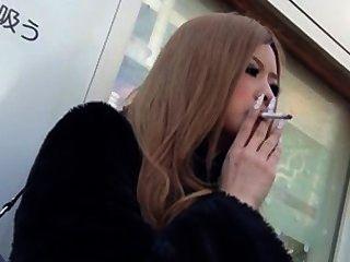 التدخين صنم الآسيوية.