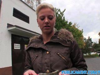 اللسان publicagent اخترقت الملاعين شقراء في الأماكن العامة
