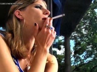 فتاة التدخين نيوبورت 100 سيجارة شرب البن thegirlsmoking.