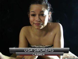 كارمن التدخين.
