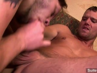 مثلي الجنس وشم يحصل الحمار مارس الجنس بشكل جيد