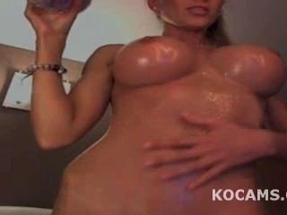 كبيرة نموذج titty إغاظة ويتأهل يصل جسدها