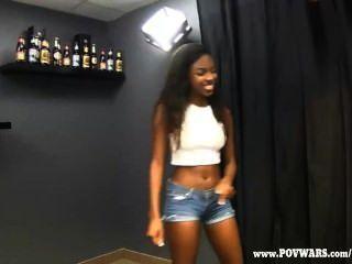 الحروب بوف الفتيات السود تحصل مارس الجنس من قبل الرجال البيض 5