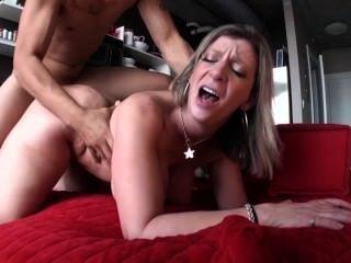 سارة جاي يحب أن يمارس الجنس