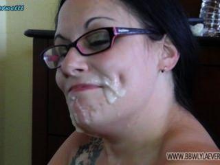 يظهر BBW قبالة بيضاء نائب الرئيس على وجهها من العديد الديوك تجميع الوجه