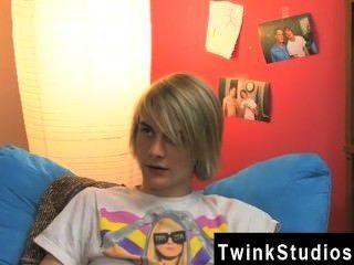 مثلي الجنس لاعبو الاسطوانات ايدين وبريستون والتعلق بها في غرفة النوم بعد المدرسة