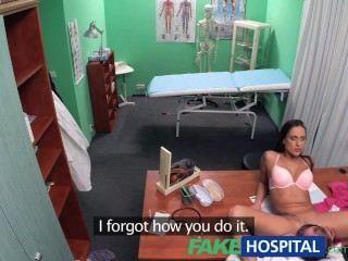 طبيب fakehospital يقرر الجنس هو أفضل علاج متاح