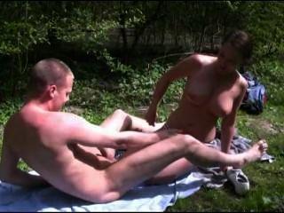 [الاباحية هولندي] انها حصلت على دفع غرامة لأنها كانت حمامات الشمس بشكل غير قانوني في فورست