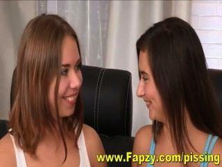 شخ الشرب مثليات في سن المراهقة