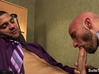 مثليون جنسيا مفعم بالحيوية ضجيجا في المكتب