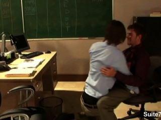 مثليون جنسيا مثير ضجيجا في المكتب