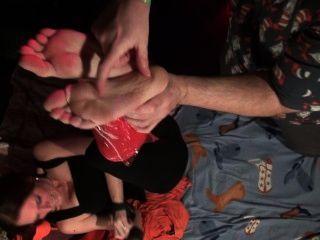 اصبع القدم وتعادل محنطة في التفاف ساران!