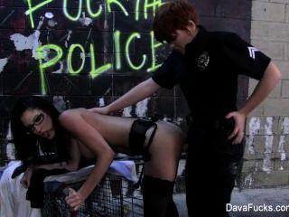 dava فوكس مارس الجنس من قبل شرطي سيدة