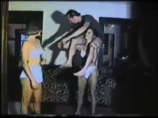 2 النساء رفع الكتف وحمل