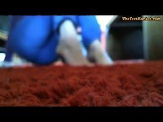 ماري لينش شقراء أمي الحوامل تظهر قدميها القذرة