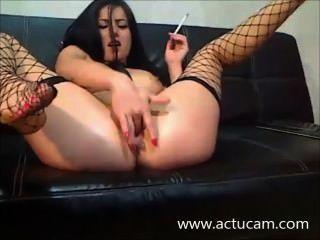 الدخان camgirl الهنغارية واللعب مع بوسها (2)
