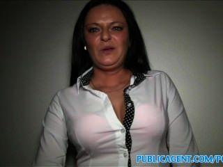 الجبهة مفلس publicagent لها ممارسة الجنس مع شخص غريب نقدا
