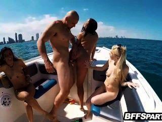 سلوتي عطلة الربيع المراهقين المتأنق الداعر مع الديك على متن قارب