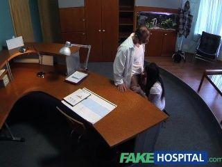 fakehospital جنسيا مريض عديم الخبرة يريد الأطباء الديك أن يكون لها فاي
