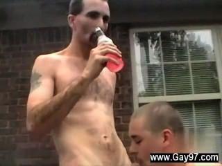 الرجال مثير جو يحصل على ديك كبيرة في الحمار