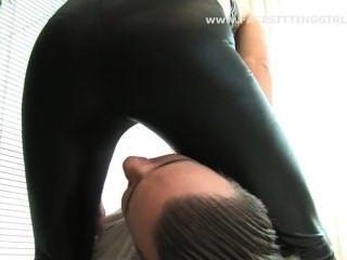 الجلوس على الوجه خنق طماق سوداء