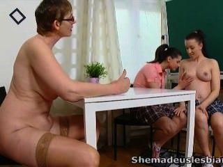وقالت انها قدمت لنا مثليات سيمونا وزميلتها مثير
